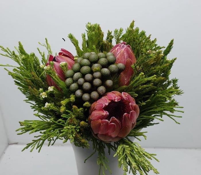 Bqt - Easter Bouquet Pink 3Protea (p/bnch)