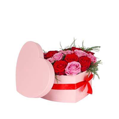 <h4>Hat box heart carton 15x19xH10cm m. pink + red bow</h4>