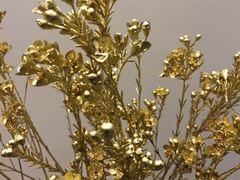 <h4>Flor de cera teñida oro</h4>