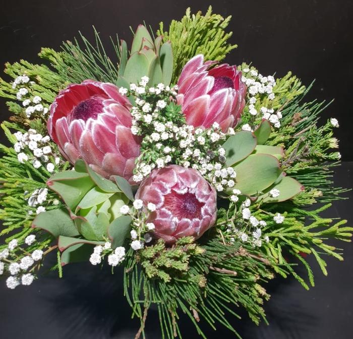 Bqt- Albiflora Pastel bouquet (p/bunch)