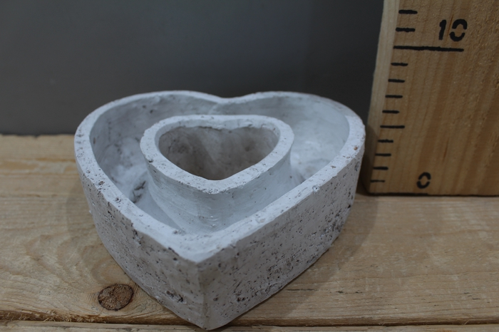 <h4>CEMENT PLANTER NENA OPEN HEART H5.5 D18.5 DDG203</h4>