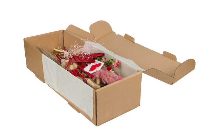 <h4>HAND TIED BOUQUET IN BOX LOVE PINK-RED</h4>