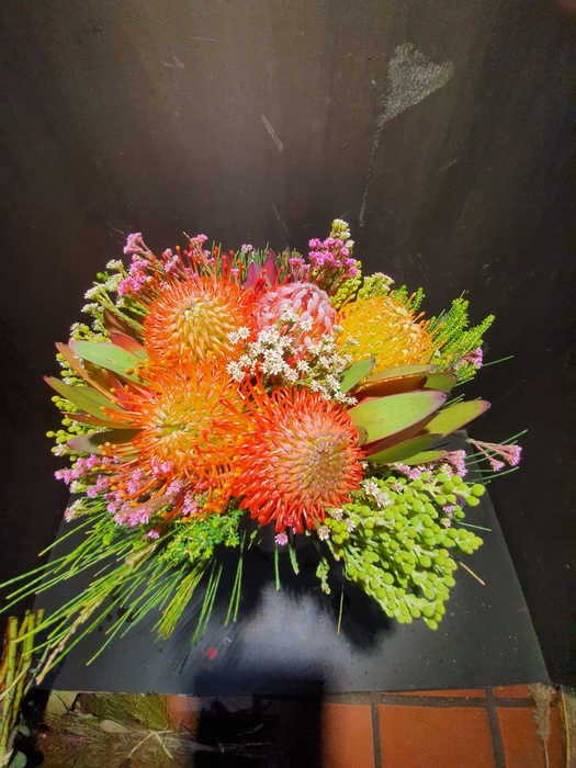 <h4>Bqt - 5 Pin Carousel bouquet (p/bunch)</h4>