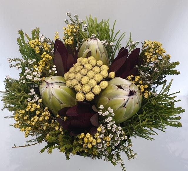 <h4>Bqt - Easter Bouquet White 3Protea (p/bnch)</h4>