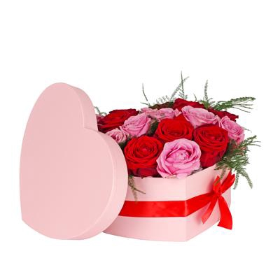 <h4>Hat box heart carton 20x25xH10cm m. pink + red bow</h4>