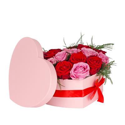 <h4>Hoedendoos hart karton 20x25xH10cm m. roze + strik</h4>