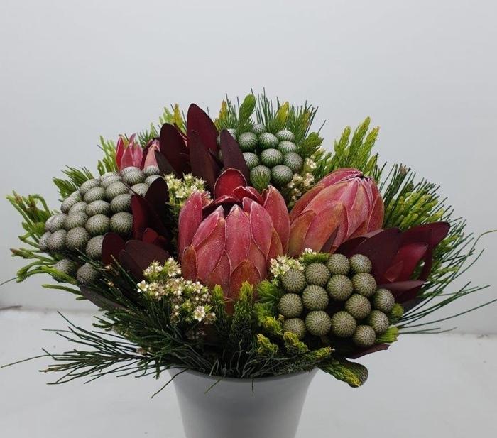 Bqt - Easter Bouquet White 3Protea (p/bnch)