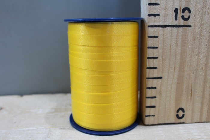 <h4>CURLY RIBBON 10MM X 250M YELLOW 605</h4>